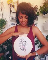 Meu coração por aí (Carol Grilo • FofysFactory®) Tags: coração heart bordado embroidery quadrinho bastidor evamota cliente customer carolgrilo fofysfactory handmade craft