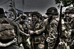 Band of reenactors (Steve.T.) Tags: templeatwar cressingtemple templeatwar2017 essex usairborne army soldiers airbornetroops troops taw17 rifle garrand reenactment reenactors reenactor nikon d7200 sigma18200 worldwartworeenactment secondworldwarreenactment ww2