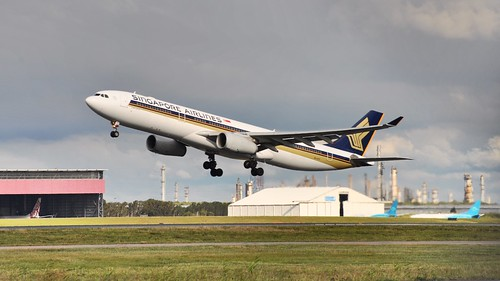 Singapore Airlines Airbus A330-300 (9V-STF), taking off from Brisbane International Airport, Queensland