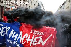 Revolutionäre 1. Mai Demonstration - 30 Jahre revolutionärer 1. Mai! – 01.05.2017 – Berlin - IMG_9149 (PM Cheung) Tags: berlin antifa revolutionäre1maidemonstration 01052017 kreuzberg neukölln 1maidemo pmcheung polizei schwarzerblock ausschreitungen 2017 mengcheungpo protest linksradikale demonstration g20 g20hamburg zwangsräumungen verdrängung autonome revolutionäre1maidemo2017 krawalle gentrifizierung flüchtlinge kapitalismus pomengcheung herauszumrevolutionären1mai2017 spreewaldplatz erdogan hayir antikapitalismus organize selbstorganisiertgegenrassismusundsozialeausgrenzung rassismus sozialeausgrenzung walpurgisnacht mieterprotest myfest friedel54 1mai2017 facebookcompmcheungphotography demo stadtumstrukturierung selbstorganisation b0105