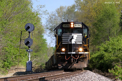 NS 6698 @ Monticello, IL (Michael Polk) Tags: norfolk southern wabash searchlight signals bloomington district grain train freight sd60 emd 6698 grade hill mainline