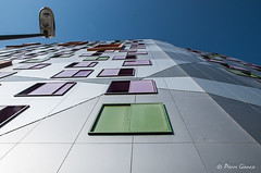 Charmant village / #1 (Pierrotg2g) Tags: ville city construction building immeuble architecture grenoble france minimalisme minimalism nikon d90