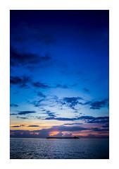 IMG_7755 (Carlos M.C.) Tags: holbox mañana madrugada despertar blanco negro color barco bote lancha ferry camarote rojo azul salvavidas amarre cuerda botes