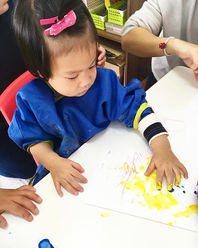 Little one discovering colors and paint at Star Kids International Preschool, Tokyo. #starkids #international #preschool #school #children #toddler #kids #kinder #kindergarten #daycare #fun #shibakoen #minatoku #tokyo #japan #instakids #instagood #twitter