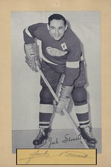 "1944-63 NHL Beehive Hockey Photo / Group II - JACK ""BLACK JACK"" STEWART (Defence) (Hall of Fame 1964) (b. 6 May 1917 - d. 25 May 1983 at age 66) - Autographed Hockey Card / Cut (Detroit Red Wings) (#214) (Baseball Autographs Football Coins) Tags: hockey beehive 1934 1967 19341967 groupi groupii groupiii woodgrain torontomapleleafs bostonbruins newyorkrangers montrealcanadiens chicagoblackhawks detroitredwings montrealmaroons newyorkamericans card photos hockeycards brooklynamericans nationalhockeyleague nhl jackstewart blackjackstewart hof hhof halloffame hockeyhalloffame defence defense"