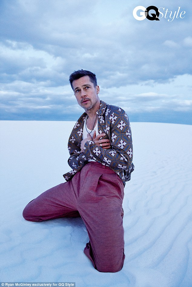 Khiến người ta mủi lòng là thế nhưng outfit trong bộ ảnh sướt mướt của Brad Pitt toàn hàng hiệu thôi - Ảnh 4.