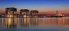 Köln Skyline Panorama (FH | Photography) Tags: köln cologne rhein sunset sonnenuntergang nordrheinwestfalen deutschland europa stadt city capital urban architektur gebäude kranhäuser dom altstadt modern spiegelung ufer rheinauhafen nrw blauestunde twilight rhine river