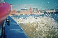 Splish splash i was taking a bath 🎶 (Bilderwense) Tags: hamburg hansestadt hafencity hafen port seaport welovehh ilovehh germany europe europa deutschland vignette vignetting dof shallow depth depthoffield tiefenunschärfe tiefenschärfe outdoor nikkor 35mm f18 nikon d5000 bokehrama bokeh smooth soft bokehlicious schärfentiefe verschwommen heiter containerhafen waltershof hamburgerhafen maritime stekut elbe harbour harbor hafengeburtstag boat ship vessel schiff marine import export splash welle actionphoto wave bowwash bowwave