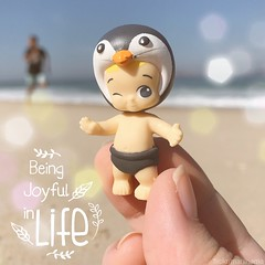 Beach Penguin (veritasdoll) Tags: beach ocean kawaii motivational instagram twozie twozies kidult bokeh