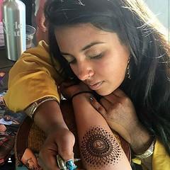 This freaking talented babe right here. She's pretty lit 🔥 @ritualbydesign #womancrush #queen #girlcrush #hennaartist #mehndi #artist #entrepreneurlife #lit #wcw