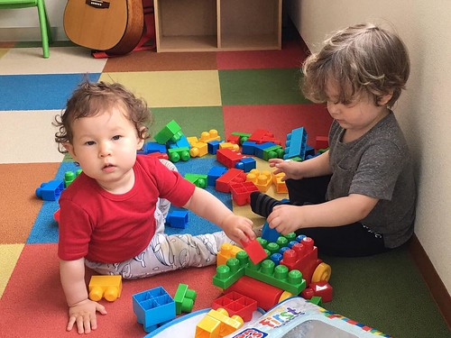 Little ones building together at Star Kids International Preschool, Tokyo. #starkids #international #preschool #school #children #kids #kinder #kindergarten #daycare #fun #shibakoen #minatoku #tokyo #japan #instakids #instagood #twitter #子供 #幼稚園 #保育園 #スター
