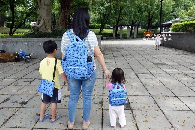 MiBe Bag台灣製造輕量空氣親子包!大手拉小手一同出遊,即使大包小包也能井然有序又有型,讓育兒的路上不再只有慌亂