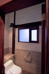 Hotel Hacienda Abraspungo (oxfordblues84) Tags: hotelhaciendaabraspungo hotel haciendaabraspungo hotelroom riobamba ecuador riobambaecuador bathroom hotelbathroom toilet