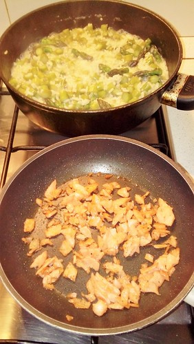 "Risotto con Asparagi e Salmone affumicato 3 • <a style=""font-size:0.8em;"" href=""http://www.flickr.com/photos/150016852@N04/33685273114/"" target=""_blank"">View on Flickr</a>"
