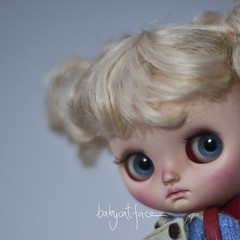 It's been ages since a customized a middie blythe for the last time. I don't know if I will be able to finish everything about her to take her to blythecon Eu Málaga.