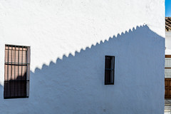 Shadow on the Wall (Zufre, Spain. Gustavo Thomas © 2017) (Gustavo Thomas) Tags: shadow sombra wall muro white blanco pueblo village andalucía spain españa soleil sun sol huelva