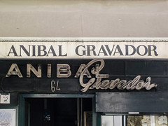 Lisboa (isoglosse) Tags: lisboa lissabon lisbon portugal schild sign letreiro sansserif serif neon