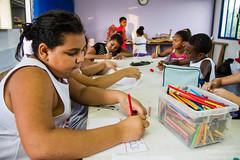 Elisângela Leite_14 (REDES DA MARÉ) Tags: américa brasil complexodamaré doglaslopes favela latina maré marésemfronteiras novamaré ong redesdamaré riodejaneiro aula criança desenho serigrafia