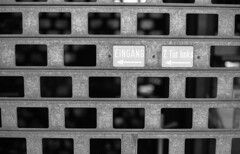 2. Tür links (Kamerakata) Tags: analog ruhrpott schwarzweis