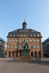 20170404 Hanau 6 (BONGURI) Tags: hanau hessen ドイツ de statue 彫像 銅像 grimm grimmbrothers グリム兄弟 グリム park 公園 walking 散歩 snap スナップ ハーナウ ヘッセン州 germany ドイツ連邦共和国 sony rx100m3