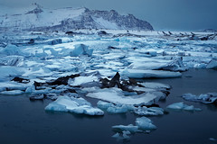 Jökulsárlón (Don César) Tags: jökulsárlón iceland islandia island europe lake lago lagoon ice glaciar glacier hielo azul blue dark floating iceberg vatnajökullnationalpark breiðamerkurjökull