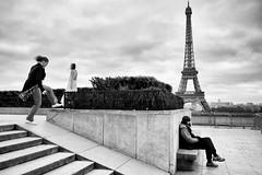 Fuji X70 - Paris (konstantin.tilberg) Tags: fujifilm fujix70 fujifilmx70 fuji fujix x70 street streetphoto streetphotography people bnw eiffel tower trocadero 28mm paris france