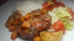 #080517 #jantar  carne assada com molho de tomate  legumes  arroz branco e salada de alface e tomate #dinner Cooked meat over vegetables sauce rice and salad (i cook my meals daily) Tags: 080517 dinner jantar