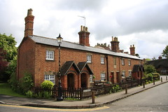 Almshouses, Dunchurch (20/52) (Stu.G) Tags: project52 project 52 project522017 522017 20may17 20thmay2017 20th may 2017 may2017 20thmay 20517 200517 2052017 20052017 canoneos40d canon eos 40d canonefs1785mmf456isusm efs 1785mm f456 is usm england uk unitedkingdom united kingdom britain greatbritain d europe eosdeurope village dunchurch rugby warwickshire rugbywarwickshire englishvillage dunchurchwarwickshire dunchurchvillage almshouses almshousesdunchurch thesquare thesquaredunchurch the square