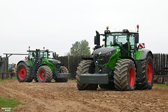 Big Brothers | FENDT 1050 Vario // FENDT 1042 Vario Tractors (martin_king.photo) Tags: bigbrothers fendt1050vario fendt1042vario tractors werfendtfährtführt naturalgreen colour color biggest strongest bigmachines brothers germanmeisterwerk green red hummercentrum praha prague greenbrothers celebrating25years agromex agromexdealer theheavyweight huge machine all everything servis tschechische republik powerfull martin king photo agriculture machines agricultural greatday great czechrepublic sky welovefarming agriculturalmachinery farm workday working modernagriculture landwirtschaft