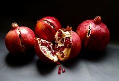 XT- Granadas. (valorphoto.1) Tags: selecciónvp composición granadas stilllife frutas photodgv