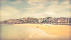 Playa de Ondarreta (RoCafe Off for a while) Tags: donostia lensbaby sweet35 sansebastián basquecountry ondarreta beach sand sea town seside seascape blur selectivefocus nikond600