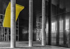 Drie (Pieter Musterd) Tags: denhaag pietermusterd musterd canon pmusterdziggonl nederland holland nl canon5dmarkii canon5d 'sgravenhage thehague zuidholland paysbas thenetherlands niederlande haagspraak pilaar pilaren architectuur moderne modernarchitecture