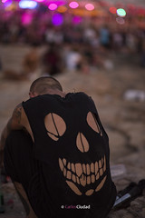 When the Party is Over (cctrilla) Tags: fiesta party final over end monstruo monster luces lights bokeh dof calavera skull camiseta tshirt playa beach arena sand sonrisa smile gente people tristeza sadness ibiza cafedelmar isla island baleares españa spain europa cctrilla nikon d610 85mm musica music whenthemusicisover thedoors poesia poem