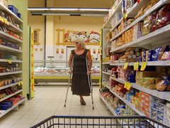 amp-1362 (vsmrn) Tags: amputee woman crutches onelegged