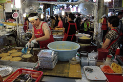 IMG_6783_RAW (jeremy!) Tags: seoul korea southkorea dongdaemun canoneosrebelt1i canon1740mm dongdaemunnightmarket