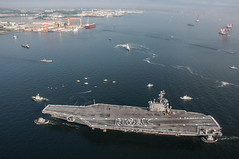Carrier USS Ronald Reagan Arrives in Japan (October 1, 2015) (manhhai) Tags: sailors warfighters warfighting fast flexible worldwide deployed onwatch preservepeace deteraggression defendfreedom heritage operateforward beready tradition freedom protect commerce sealanes liberty navy usnavy america unitedstates military warfightingfirst nmcs navymediacontentservice chinfo