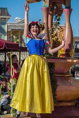 Snow White in Mickey's Soundsational Parade at Disneyland (GMLSKIS) Tags: disney anaheim california mickeyssoundsationalparade disneyland princess snowwhite nikond750