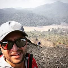 Desde el volcán más joven del mundo   #visitmichoacan #sundaymorning #elalmademexico #mexico #visitmexico #volcan #volcano #climbing #upthehill