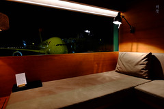 Daybed with a view (A. Wee) Tags: cathaypacific thepier airport lounge hkg hongkong 国泰航空 香港 机场 中国 china firstclass daybed