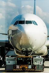 LEOS (Nihil Baxter007) Tags: leos fra frankfurt airport flughafen vorfeld flugzeug plane aircraft aeroplane nose nase schlepper