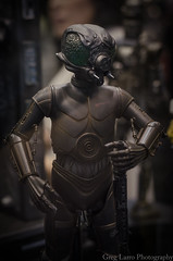 4-Lom - Sideshow Collectibles (Greg Larro Photography) Tags: sideshow collectibles toy toys action figure figures display detail star wars celebration orlando 2017 swco starwars lucasfilm disney greg larro photography photograph photo 4 lom 4lom droid assassin bounty hunter empire strikes back