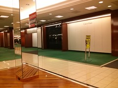DeKleining (cjbird88) Tags: illinois bloomington eastland mall macys store closing famousbarr calvinklein perryellis