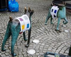 The Twa Dogs, Kilmarnock Cross (garyboyd5) Tags: 2016 knitting sculpture shonakinloch thecross thetwadogs yarnbomb kilmarnock towncentre ayrshire scotland waistcoat