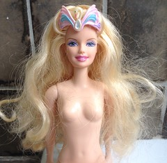 She's seen better days... (dolldudemeow24) Tags: barbie swan lake odette princess doll 2003 bad state fix fixing washing cleaning restoring bath bathroom hair 2017
