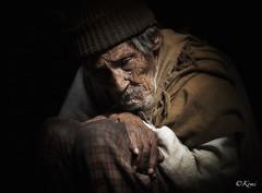 BAKTHAPUR, Népal (Komi07) Tags: portrait portraiture népal canon 5d asie asia world trip travel voyage poor pauvre old man population people street bakthapur