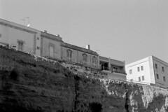 Otranto vista da sotto (pierocarrozzo) Tags: praktica tl 1000 ilford hp5 400 800 salento italy italia pellicola film photography otranto sea mare