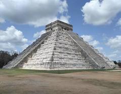 """Чичен-Ица - очередное """"чудо света"""", которое мне довелось посетить. Это самый популярный руинный комплекс в Мексике с самой попсовой пирамидой. Сюда нужно идти с экскурсией, но случайного гида брать нельзя, про такие места должен рассказывать человек, кото"""