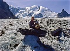 Sul fungo di ghiaccio (giorgiorodano46) Tags: agosto1984 august 1984 giorgiorodano analog fotoanalogica arolla ghiacciaio glacier hérens svizzera suisse switzerland schweiz vallese valais wallis gago fungo fungodighiaccio alps alpi alpes alpen montbraoulé montbrulé puntakurz