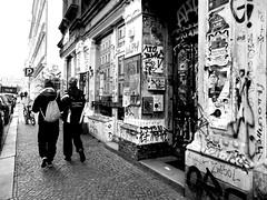 Fototour durch Leipzig (ingrid eulenfan) Tags: leipzig stadtteil lindenau streetlife street strasse schwarzweis schw blackandwhite menschen people personen