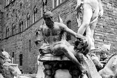 Firenze (Mattia Camellini) Tags: toscana yashicaelectro35gt rolleisuperpan200 kodakd76 analogue analog pellicola vintagecamera yashinon1745mm biancoenero blackandwithe 35mm firenze piazzadellasignoria statue statua